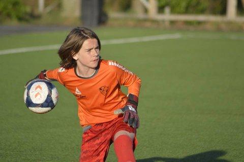 Elsker fotball: Jack Ferguson er en av fylkets 11.000 fotballspillere. Han er keeper på Trosviks G13-lag hvor han stortrives.