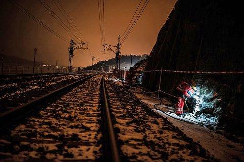 Jernbanedirektoratet anbefales at det settes av 3,6 milliarder kroner til byggingen av en delstrekning av dobbeltsporet mellom Haug i Råde og Sarpsborg i løpet av de kommende seks årene. Hvis det bare er én strekning som skal bygges, vil utbyggingen gjennom Fredrikstad settes opp mot planene i Sarpsborg, inkludert ny Sarpsbru.