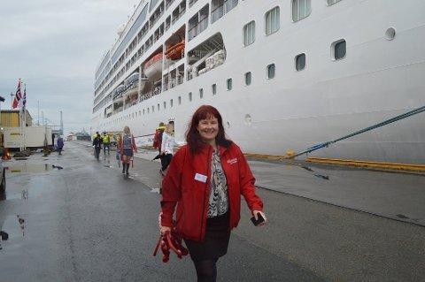 Stille før stormen: Maya Nilsen får bare et skipsanløp med cruisegjester i år. Det øker til ni i 2019. Det mener reiselivssjefen er lovende.