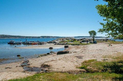 Stuevika på Søndre Sandøy er en populær idyll. Når får teltplassen, sammen med Storesand, en lokal forskrift som skal regulere driften.