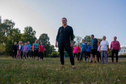 Elise Bakke (23) er utdannet personlig trener og bestemte seg tidlig for at hun ville gi et lite bidrag til folkehelsa med gratistrening.
