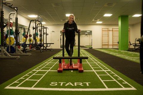 Stine Eilertsen er utdannet PT og har tatt fatt på jobben som senterleder på Sky Fitness på Kråkerøy.