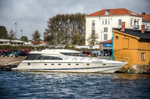 Lang historie: Denne båten har vært med på litt av hvert, den er blant annet blitt senket to ganger. Nå vil Borg Havn ha den vekk fra det kommunale området Trosvikstranda ved Værstebrua.