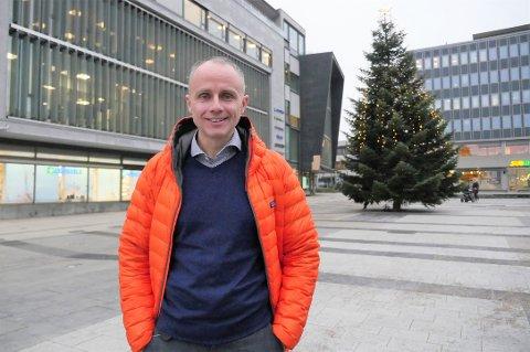 Har allerede fått gjennomslag: Erik Skauen, gruppeleder for Miljøpartiet De Grønne, skal jobbe med politikk på heltid i fire år. Han er frikjøpt i 80 prosent stilling og tar permisjon fra lektorjobben. (Foto: Øivind Lågbu)