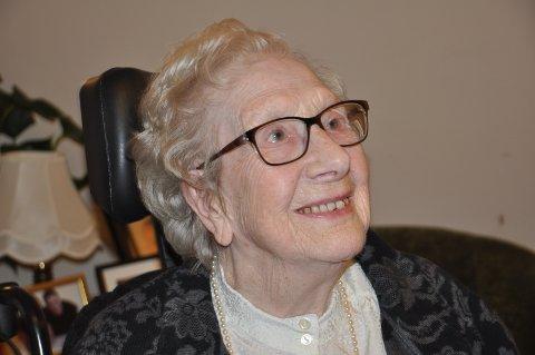TAKKNEMLIG: Aud Karlsen er en fornøyd beboer på Gressvik sykehjem. Hun runder 100 på juleaften.