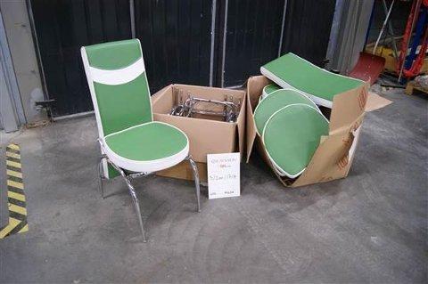 Seks Basari-stoler ligger ute på auksjonen. Tirsdag ettermiddag var det høyeste budet på 380 kroner for alle seks stolene.