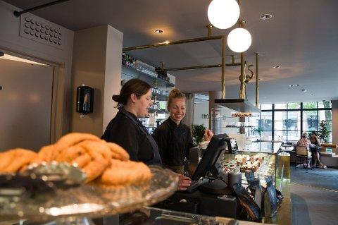 Populært sted: Choco Loco ble raskt et populært sted for å ta en lunsj, etter at sjokoladeutsalget endret konsept. Driverne Merethe Stene og Vibeke Schakenda satte derfor omsetningsrekord i fjor, men regnskapet gikk likevel i minus.