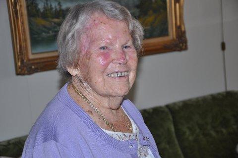 TAKKNEMLIG: Annie er glad for et langt og aktivt liv. Fortsatt er hun klar i hodet.