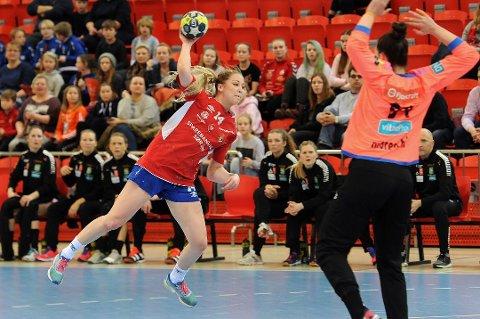 VIKTIG BRIKKE:: Thea Øby-Olsen var en viktig brikke for Gjerpen denne sesongen. Nå fortsetter karieren i FBK for venstrekanten.