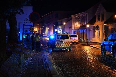 HANG MED LEPPA: Politiet bortviste seks-syv ungdommer fra Halden sentrum, hvorav den ene hadde et kutt i leppa.