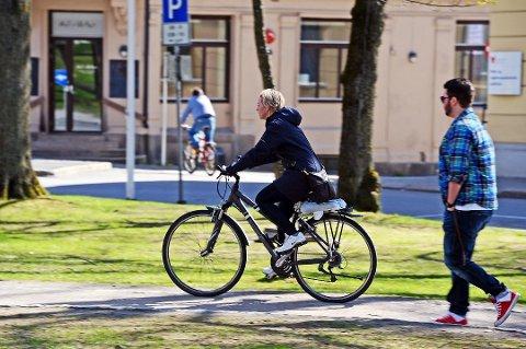Vil bygge ut sykkeltilbudet: Byvekstavtalen skal gi penger til å få flere til sykle, gå eller å ta buss. Men forhandlingene er utsatt. (Arkivfoto: Geir A. Carlsson)