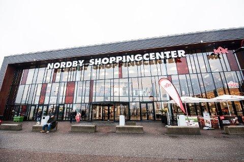 TJENER RÅTT PÅ NORDMENN: Nordby shoppingcenter, rett over grensen på Svinesund. Foto: Astrid-Helen Holm (Mediehuset Nettavisen)