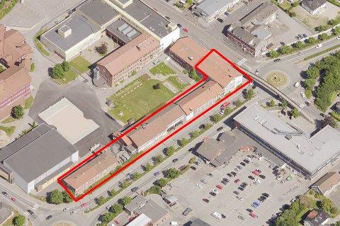 Store endringer i vente: Glemmen videregående skole er bygd i etapper. Hele den eldre bygningsraden ned mot Rolvsøyveien, og deler av et bygg mot Fremskridt, skal rives. Det skjer først etter at  den nye Frederik II og nybygget ved Glemmen er ferdig, tidligst høsten 2023. Det kommer et nybygg ved Glemmen, trolig på parkeringsplassen inn mot Bratliparken.