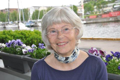 BOSTED: Hild-Marit Hulaas Christiansen bor i første etasje i Turngata 2, med nærhet til elven.