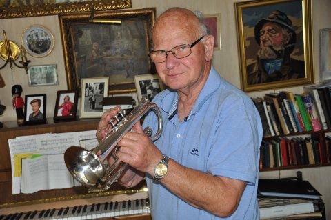 MUSIKK: Kai Gjestad har spilt kornett i over 60 år, og gleder fortsatt mange med sin musikk.
