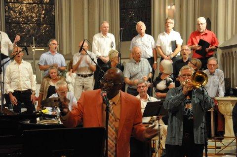 GOSPEL: T.C. Hawkins fra New Orleans i Sarpsborg kirke søndag kveld.