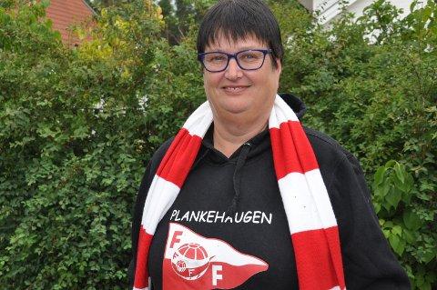 RØDT OG HVITT: Unni Andresen er mer enn gjennomsnitt opptatt av fotball, og FFK i særdeleshet.