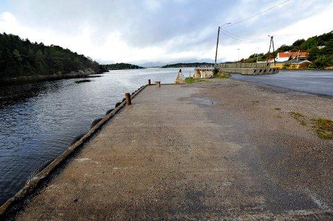 Dette er Korshavn, der Hvalerfergen la til før. Fylkesmannen må nå avgjøre om dette er et sted kommunen kan kreve at en familie bor.