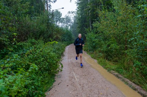 Kobler av med løpeturer: Ordfører Jon-Ivar Nygård har en svært travel hverdag og setter pris på løping i Fredrikstad-marka. (Foto: Erik Hagen)