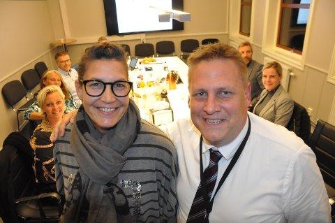 Valgets vinnere: Senterpartiets gruppeleder Katrine Langgård og ordfører Rene Rafshol (H) har god grunn til å smile over valgresultatet. Her er de samlet sammen med resten av valgstyret i Råde.