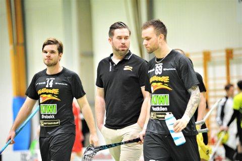 FORTSTERKER: Sportssjef Anders Hansen (i midten) er fornøyd med nysigneringenes innsats. Til høyre er en av dem, Christoffer Nilsson.