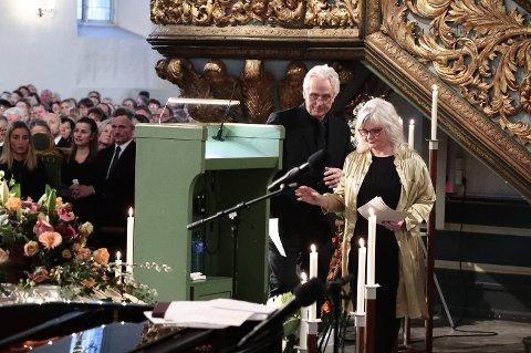 FAREN FANT SØNNEN DØD: Ari Behns mor og far, Marianne Behn og Olav Bjørshol under bisettelsen i Oslo domkirke.