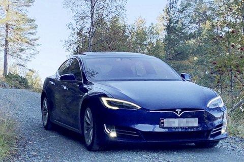 Denne Tesla Model S fra 2018 er blitt en klikkvinner på Finn.no. Årsaken skjønner man når man leser den ironiske salgsteksten. FOTO: Privat