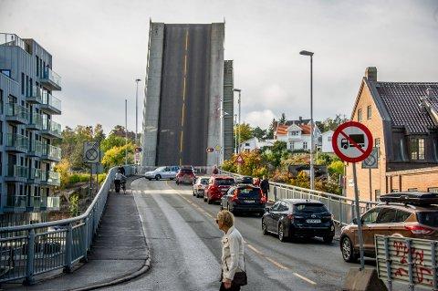 Tekniske svikt for Kråkerøybrua skapte trafikkproblemer.