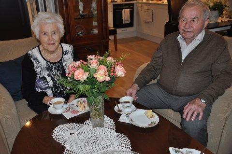 MANGE ÅR: Astrid og Johan Lund har hatt følge siden 16. juli 1944, og giftet seg 11. november 1950.