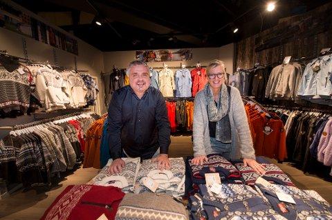 Daglig leder Tor Fredrik Frøberg og butikksjef Mette Lundquist i Scandinavian Explorer er fornøyde etter oppstarten i Østfoldhallen