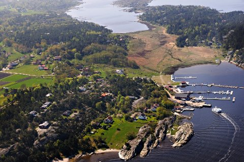 Søndre Sandøy er vanligvis kjent for å være et stille og rolig sommerparadis. I februar i fjor ble en det avslørt en cannabisplantasje på en av adressene på øya.