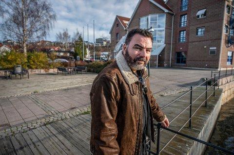 EVJEKAIA: Her holdt Joar Kaasa til i mange år som bostedsløs. Området rundt Evjekaia er fremdeles tilholdssted for rusavhengige. - De må jo ha et sted å være, men det må skje i kontrollerte former, sier han.