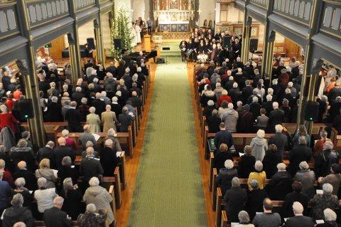 Det blir verken mye folk eller trangt mellom plassene i kirken denne jula.