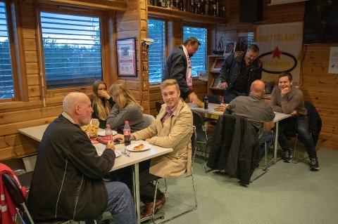 Torsdag 17. desember sier politikerne trolig ja til skjenking av øl og vin i disse lokalene i Stjernehallen.