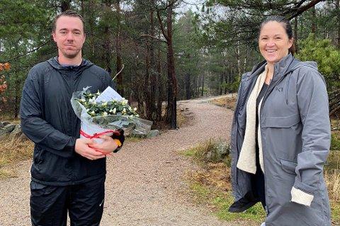 Christoffer Honningsvåg markerte 30-årsdagen med å løpe den siste mila i Fredrikstadmarka, og ble tatt imot av Hege Stormorken fra Barnas stasjon.