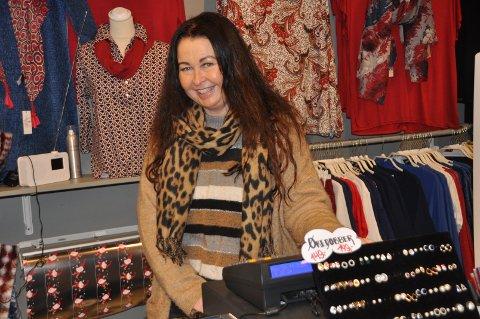 TREFFER HVER DAG: - Det er gøy med kunder, sier Heidi Granly.