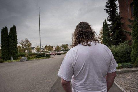 Mannen i 40-årene fra Ullensaker mener at han har en sykdom som gjør at han ikke klarer å motstå restaurantene. – Jeg blir fristet, sier han til RB.