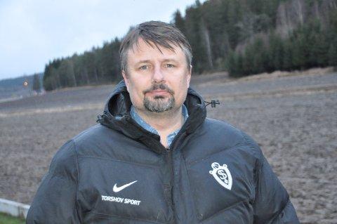 Rino Hansen og Selbak er på spillerjakt. - Akkurat nå ser det tynt ut i rekkene, innrømmer den tidligere storkeeperen.