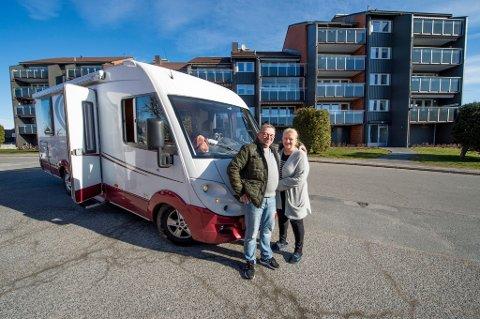 LETTET: Samboerparet Tom Karlsen og Monica Ellingsen har nå fått fornyet tro på at ting kommer det å løse seg når de om få uker står uten en fast plass å bo.