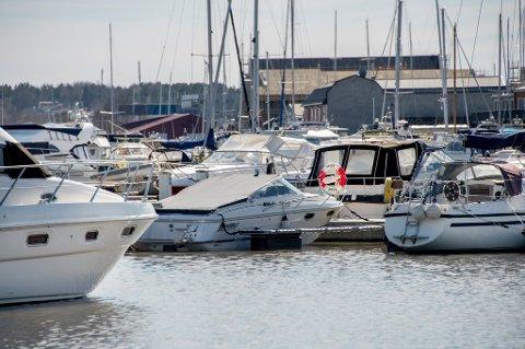 Trangt om plassen: I sommer kan det bli folksomt og trangt om båtplassene i skjærgården. Båtforhandlere mener mange av oss vil feriere på eller ved sjøen i sommer.