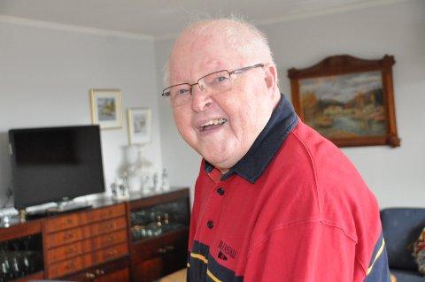 PÅ FARTEN: Harald Fossen er et kjent ansikt i distriktet etter over 60 år som frilanser for Demokraten.
