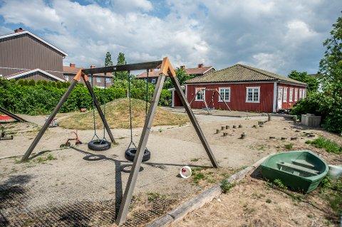 Vil selge: Fredrikstad Røde Kors har drevet denne barnehagen på Kongsten siden 1961. Politikerne er positive til at kommunen går i forhandlinger om å kjøpe den.