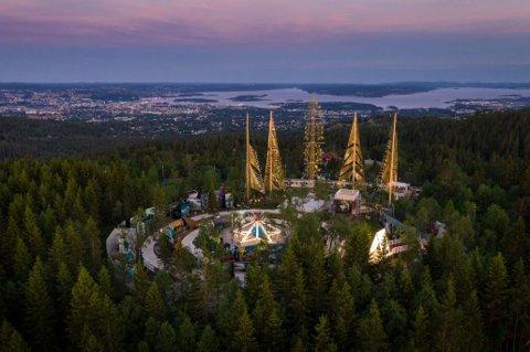 Det majestetiske Roseslottet på Frognerseteren i Oslo har ikke fått utnyttet besøkspotensialet etter at koronaen kom. Nå søker stiftelsen som driver prosjektet om kompensasjon på over 14 millioner kroner fra Kulturdepartementet.