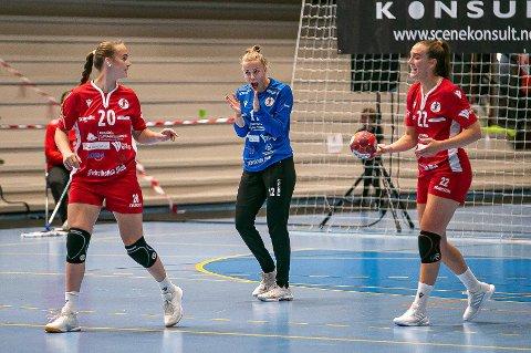 Live Rushfeldt Deila (til venstre), Hanne Sagvold og Andrea Rønning setter onsdag kursen mot Bergen. Der venter det en ny bortekamp mot Tertnes i Åsane Arena.