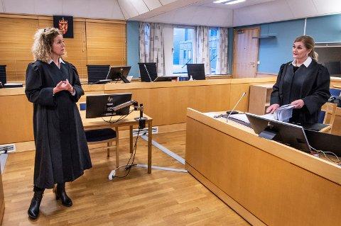 Aktor Anne Christine Stoltz Wennersten og forsvarer Vigdis Brandstorp før rettssaken tirsdag morgen.