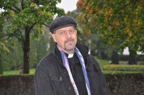 PREST: Ole Jens Hovda er bosatt på Kråkerøy. men er kapellan i Sarpsborg.