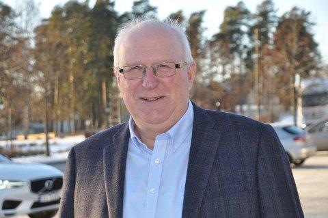 SOSIAL: Eivind H. Hansen er en humørfylt, trivelig og optimistisk kar, som ikke har planer om å gi seg med jobben, selv om han nå runder 70.