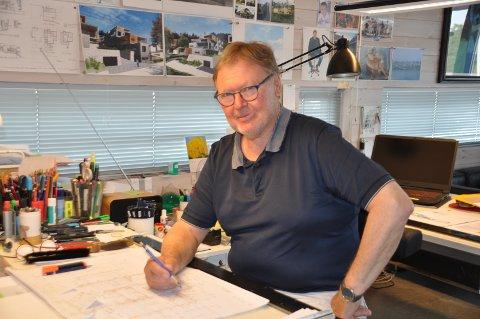 STOR GLEDE: Tom-Rich. Kristiansen trives så godt med sitt yrke som arkitekt, at han gjerne fortsetter lenge ennå.
