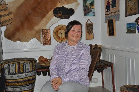 AFRIKA: I stuen i hjemmet har hun en egen Afrika-krok med gjenstander derfra.