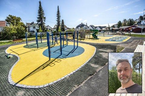 Thomas Sørlie (innfelt) fikk til slutt nok av at en gruppe ungdommer plaget yngre barn i Smertulia. Den siste uken har han og andre voksne fra lokalsamfunnet vært til stede i aktivitetsparken for å hindre uønsket adferd.